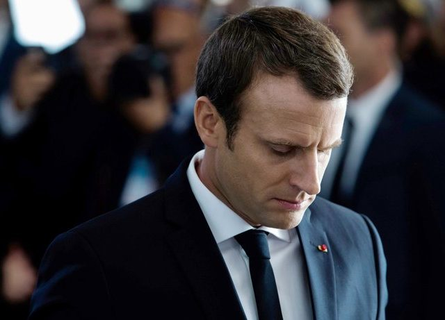 Frankreichs Präsident Emmanuel Macron Mitte Juli in Paris © Kamil Zihnioglu/afp/Getty Images